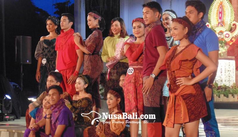 www.nusabali.com-teruna-teruni-denpasar-peragakan-busana-endek-casual-sporty