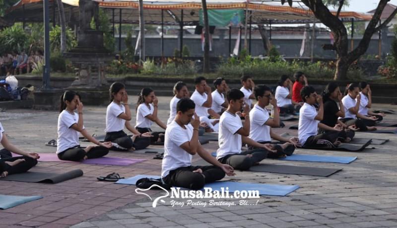 www.nusabali.com-mahasiswa-ihdn-demonstrasikan-yoga-di-bulan-bahasa-bali-2020