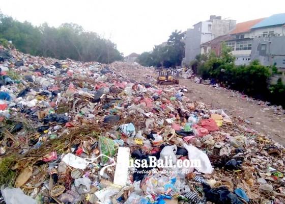 Nusabali.com - sampah-di-tps-tuban-masih-menggunung