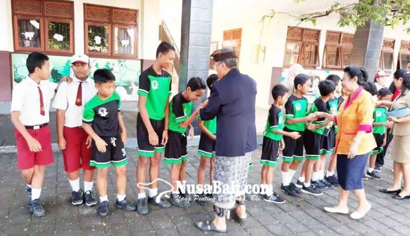 www.nusabali.com-sd-pelangi-dharma-nusantara-raih-juara-futsal-se-kota-denpasar