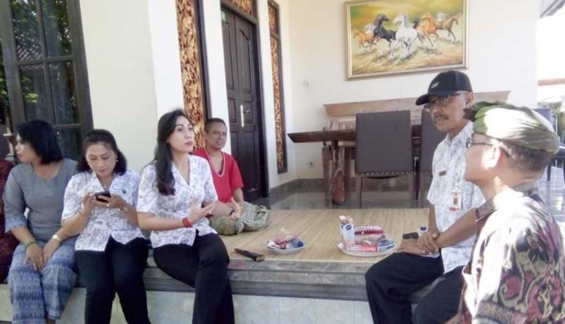 www.nusabali.com-ketua-yki-gianyar-kunjungi-penderita-kanker-di-ubud