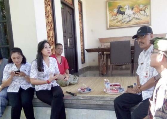 Nusabali.com - ketua-yki-gianyar-kunjungi-penderita-kanker-di-ubud