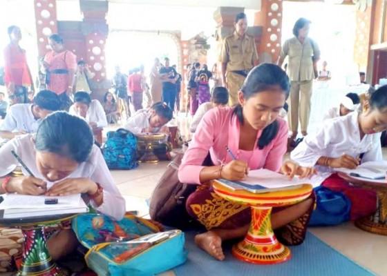 Nusabali.com - bulan-bahasa-bali-siswa-sd-nyurat-massal-di-tabanan
