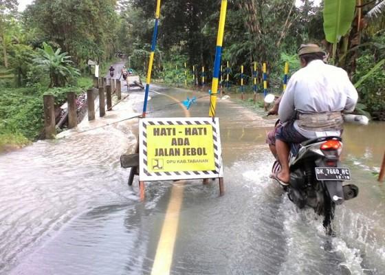 Nusabali.com - jembatan-tunjuk-tajen-dipasangi-tanda-bahaya