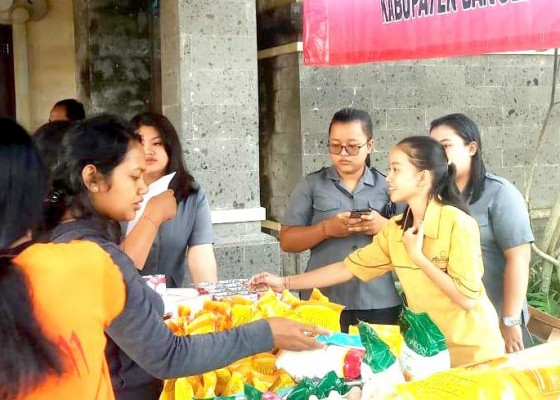 Nusabali.com - pasar-murah-pembeli-buru-sembako