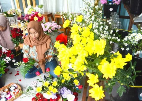 Nusabali.com - permintaan-buket-bunga-jelang-valentine