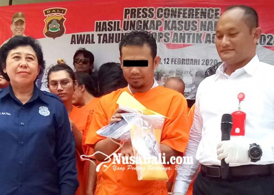 Nusabali.com - sembunyikan-06-kilogram-shabu-di-celana-dalam