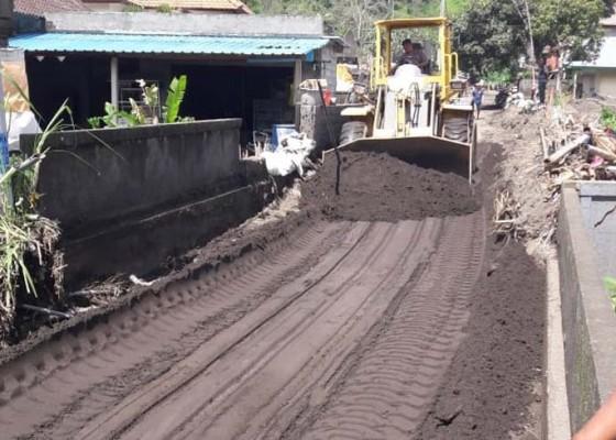 Nusabali.com - akses-jalan-ulundanu-kembali-tertutup-lumpur