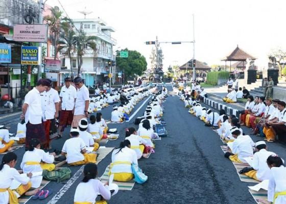 Nusabali.com - 2020-siswa-di-klungkung-nyurat-aksara-bali