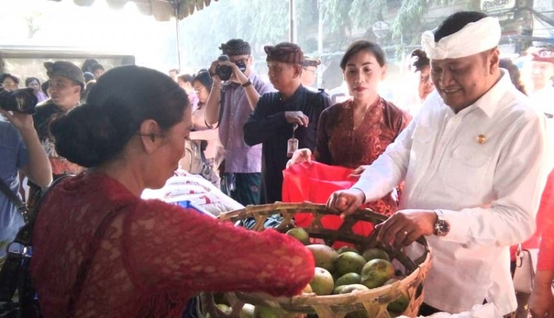 www.nusabali.com-pangkas-harga-petani-jualan-di-pasar-umum-gianyar