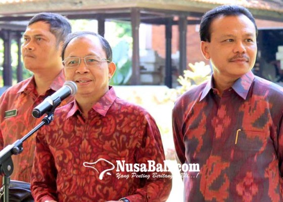 Nusabali.com - sopir-wajib-pakaian-adat-saat-beroperasi