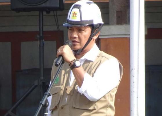 Nusabali.com - pln-up3-bali-timur-imbau-pemasangan-penjor-tidak-sentuh-jaringan-listrik