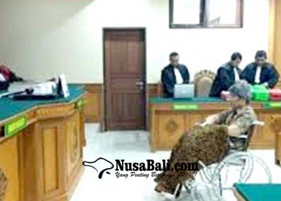 Nusabali.com - pt-denpasar-vonis-bebas-notaris-hartono-cs