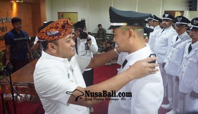 www.nusabali.com-bupati-mahayastra-lantik-29-perbekel