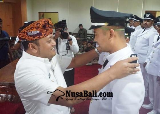 Nusabali.com - bupati-mahayastra-lantik-29-perbekel