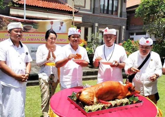 Nusabali.com - bupati-kampanyekan-daging-babi-aman-dikonsumsi