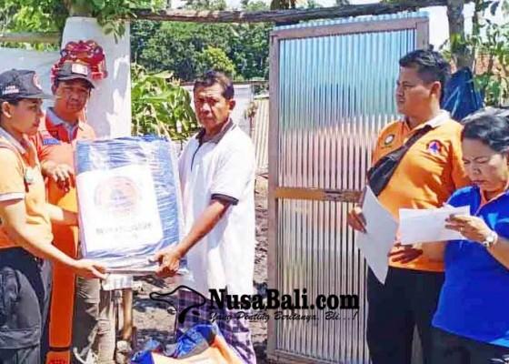 Nusabali.com - korban-kebakaran-dibantu-terpal-dan-selimut