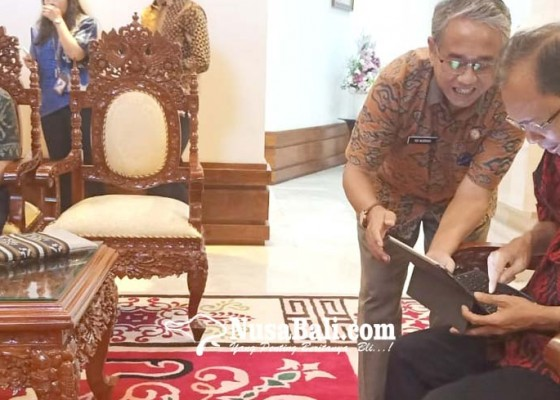 Nusabali.com - disasar-pertama-gubernur-koster-ikuti-sensus-penduduk-online