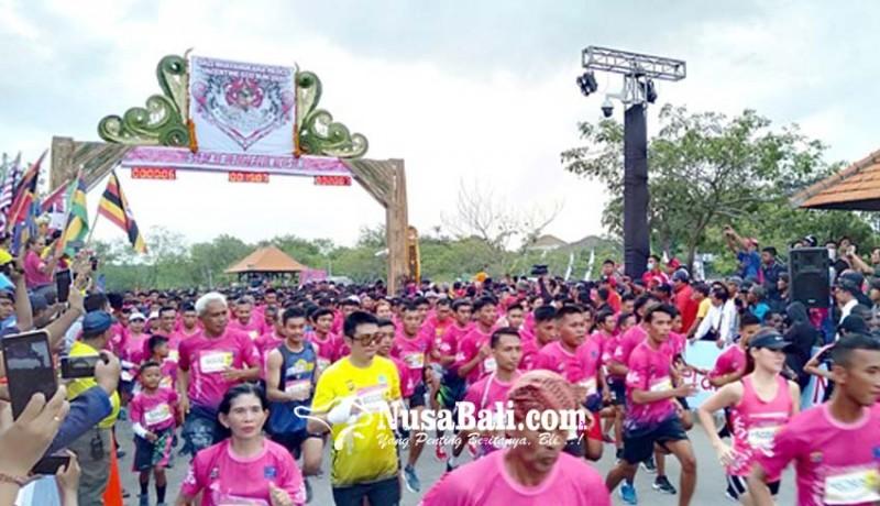 www.nusabali.com-6000-an-pelari-ikuti-bali-bhayangkara-valentine-run