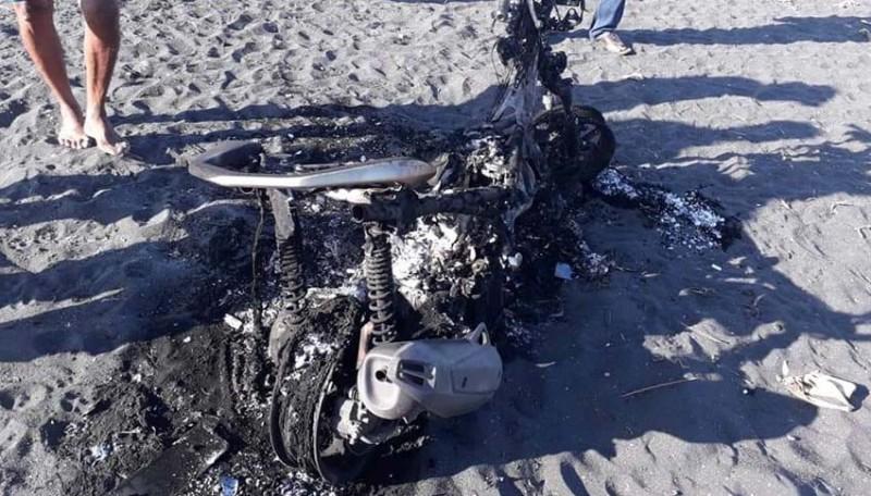www.nusabali.com-motor-hangus-di-pantai-siyut-pemiliknya-masih-misterius
