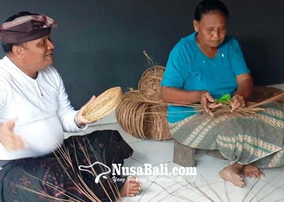 Nusabali.com - perajin-ingke-batuaji-kesulitan-bahan-baku