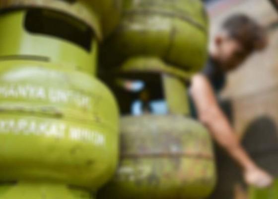Nusabali.com - gas-lpg-12-kg-di-lembongan-langka