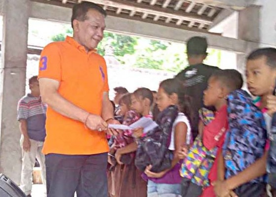 Nusabali.com - bagi-sembako-dan-thr-untuk-lansia-dan-anak-sekolah