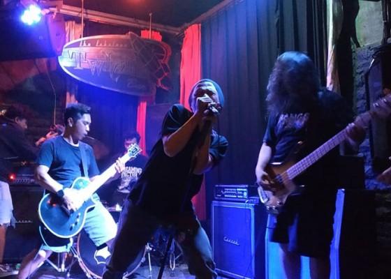 Nusabali.com - tiga-band-hardcore-asal-malang-guncang-twice-bar