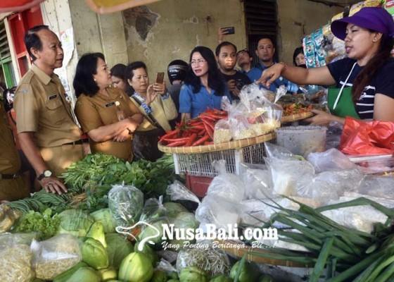 Nusabali.com - disperindag-cek-harga-jelang-galungan