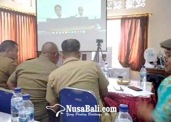 Nusabali.com - perbekel-tampaksiring-diteleconfrence-menteri-desa