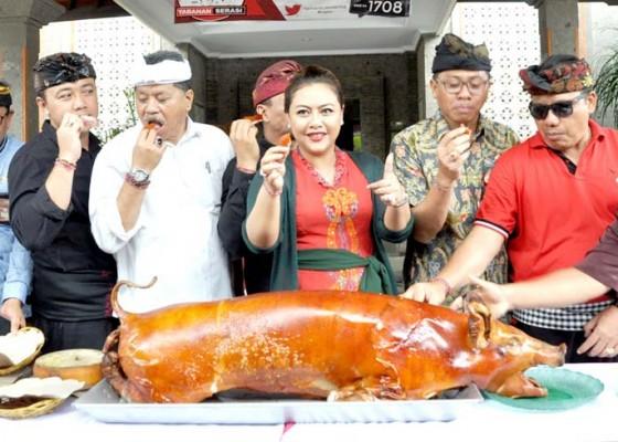 Nusabali.com - bantu-peternak-517-ekor-babi-dibagikan