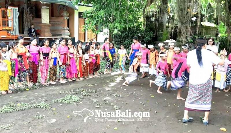 www.nusabali.com-siswa-sdn-1-buahan-bangkitkan-permainan-tradisional-majukjukan