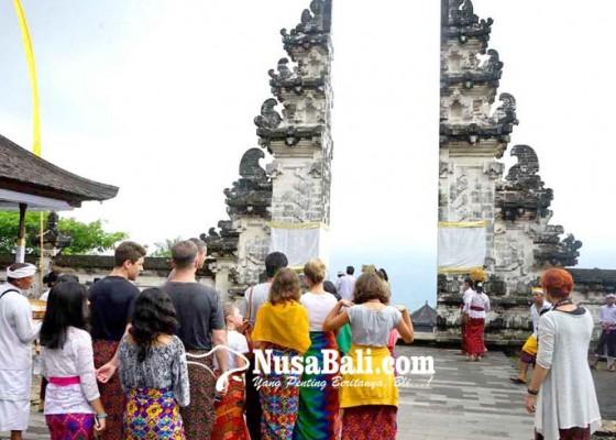 Nusabali.com - wisatawan-tetap-ke-pura-lempuyang