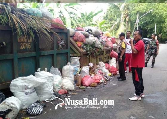 Nusabali.com - 3-hari-tak-diangkut-sampah-meluber-di-kontainer-tegal-cangkring