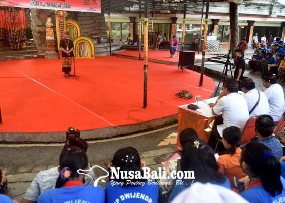 Nusabali.com - pertama-kali-bendesa-lomba-pidato-bahasa-bali