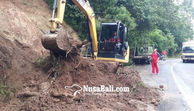 www.nusabali.com-kilometer-18-singaraja-denpasar-bersih-dari-material-longsor