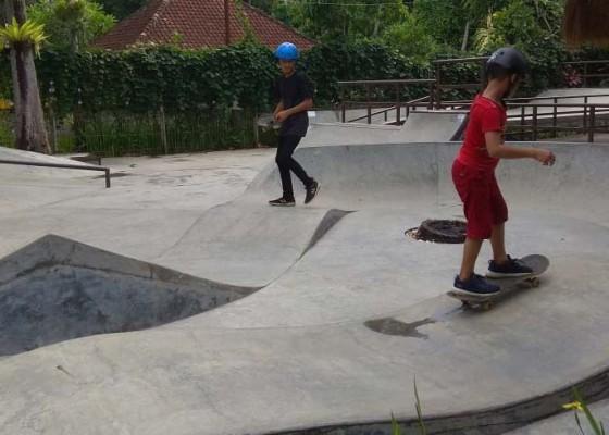 Nusabali.com - 10-sampah-plastik-ditukar-berskateboard-gratis