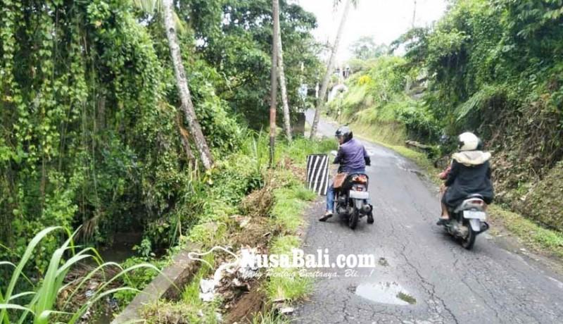 www.nusabali.com-dpt-ambrol-bahu-jalan-tergerus