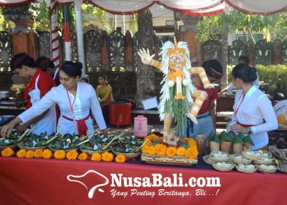Nusabali.com - siswa-smk-di-gianyar-berlomba-masak-kuliner-bali-bumbu-rempah