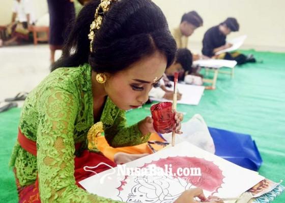 Nusabali.com - lomba-baligrafi-seni-merangkai-aksara-jadi-karya-lukis