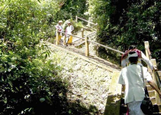 Nusabali.com - anak-tangga-pura-lempuyang-rusak