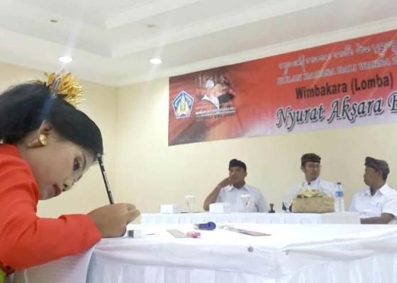Nusabali.com - siswa-sd-berlomba-nyurat-aksara-bali