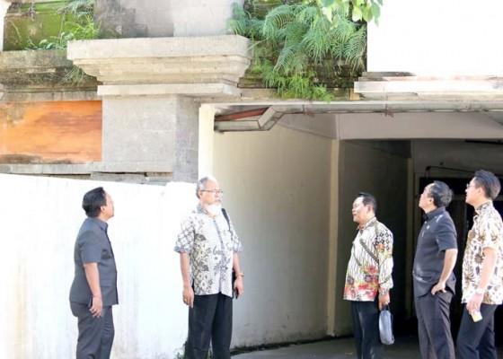 Nusabali.com - sidak-komisi-iii-dapati-sejumlah-gedung-di-puspem-kurang-terawat