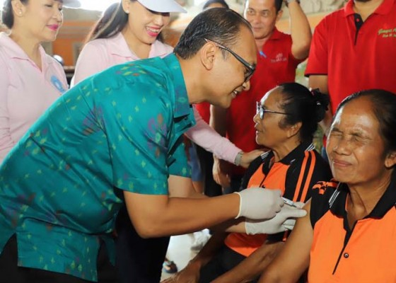 Nusabali.com - 100-lansia-tegallalang-divaksin-influensa
