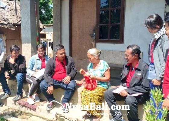 Nusabali.com - puluhan-kk-miskin-di-ubud-terima-bantuan-daging-babi