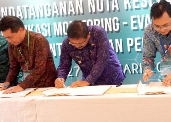 Nusabali.com - bupati-artha-tandatangani-mou-dengan-lkpp