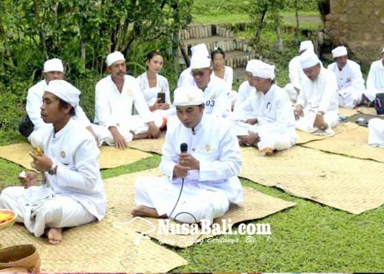 Nusabali.com - pamangku-dukuh-penaban-lomba-ngenterang-upacara