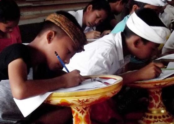 Nusabali.com - desa-adat-susut-gelar-lomba-nyurat-aksara-bali