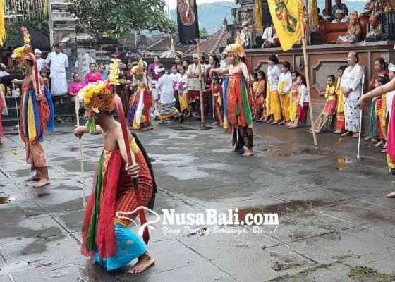 Nusabali.com - mohon-berkah-dengan-memanah-kesuburan-dari-9-penjuru-mata-angin