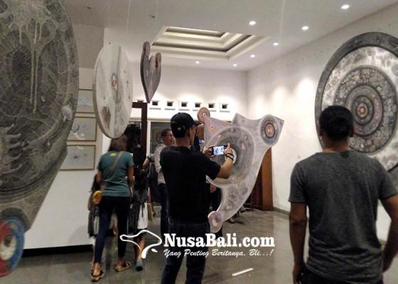 Nusabali.com - putu-wirantawan-pamerkan-gugusan-elemen-alam-lewat-lukisan
